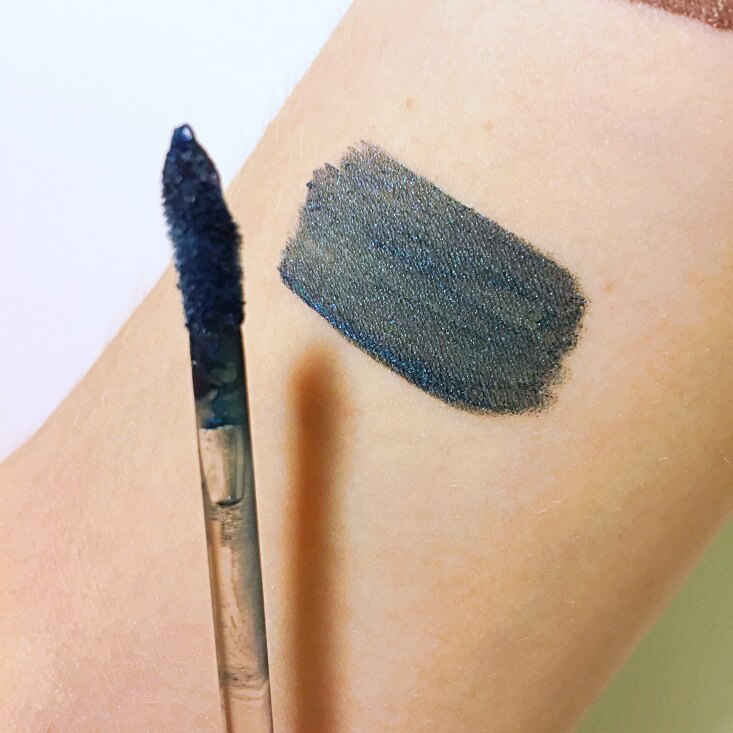 wet n wild megalast Liquid Catsuit Metallic Lipstick Icing On the Wall swatch