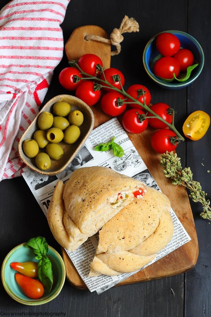 Calzoni con fiordilatte, ricotta e pomodori