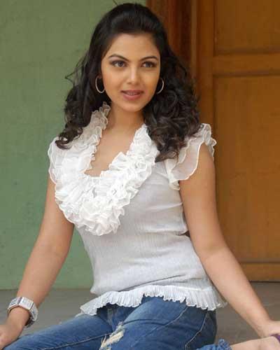 Mallu Actress Priyanka Tiwari Hot Stills