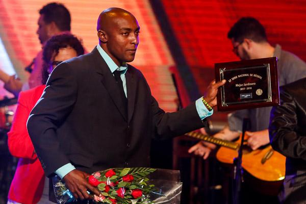 Yhonson fue el único que ganó Bate de Plata y Guante de Oro simultáneos esta temporada