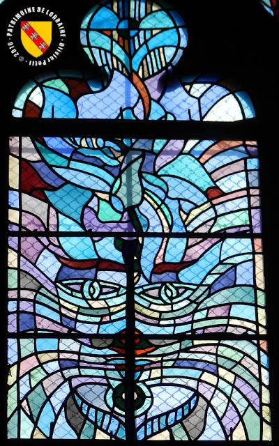 METZ (57) - Vitraux de Jean Cocteau à Saint-Maximin