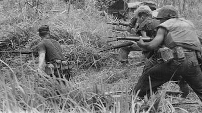 imagen fotográfica de soldados en vietnam