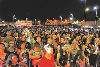 1ª Parada de Natal em Juquiá enche o centro de eventos de cor e animação