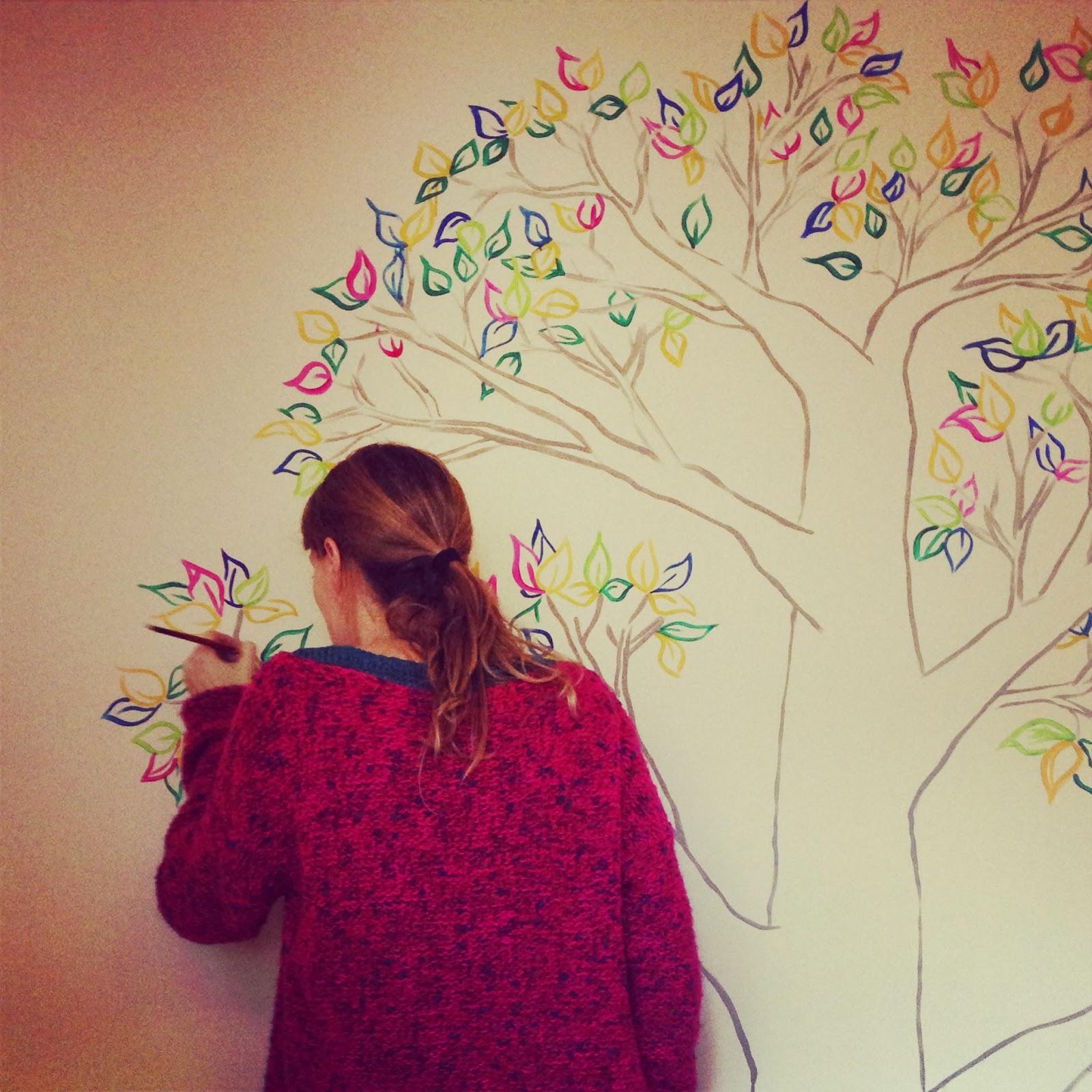 Mural para martina rbol de colores rojosill n for Como dibujar un mural en la pared