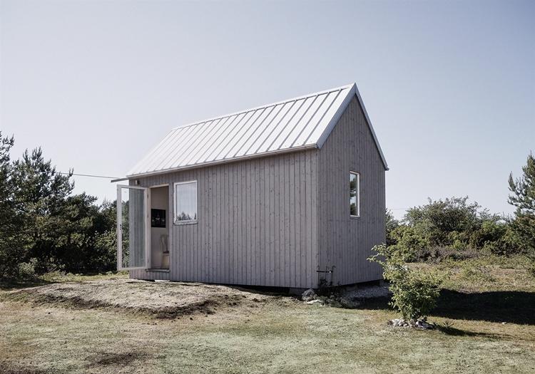 casa-pequeña-madera-minicasas-mini-casa-aislada-estilo-nordico-decoracion-nordica-jardin