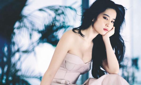 Artis China Tercantik Crystal Liu Yi Fei