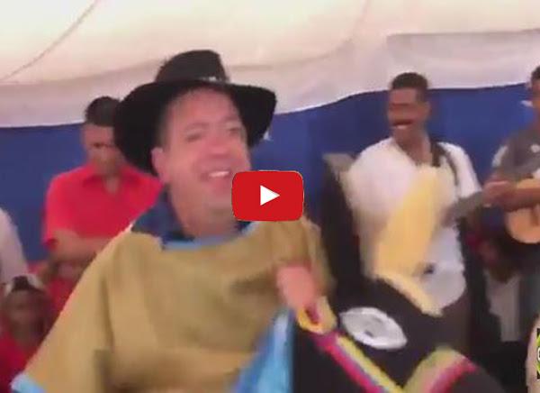 Candidato populista a gobernador se viste de burriquita - Rodolfo Marco Torres