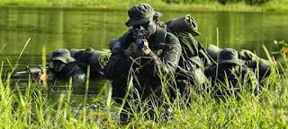 Kolombia: Berlatih di hutan kamuflase dan harus siap bertempur secara nyata