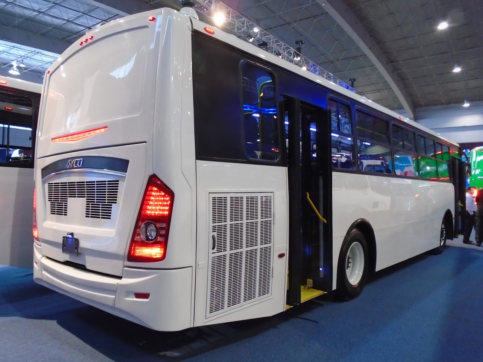 Aycamx autobuses y camiones m xico expo foro 2016 2 for International mercedes benz