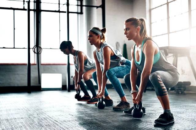 Rutina de ejercicios para mujeres para quemar grasa y tonificar los músculos