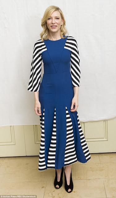 Кейт Бланшетт в синем платье с полоской