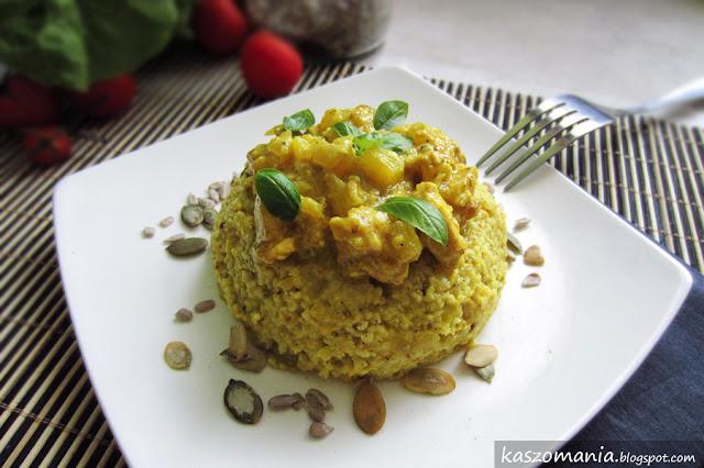 Kasza jaglana curry z kurczakiem, ananasem i mleczkiem kokosowym