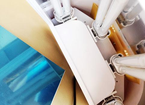 Lampa UV do paznokci. Czy jest bezpieczna dla zdrowia? Czy żele i hybrydy są bezpieczne? Skutki uboczne lakierów hybrydowych.