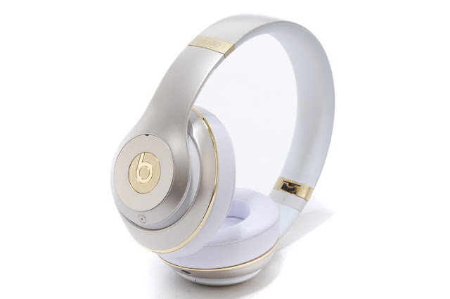 Noice cancelling over ear headphones