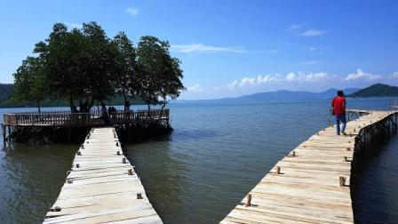 Objek Wisata Pantai Dewi Mandapa Lampung