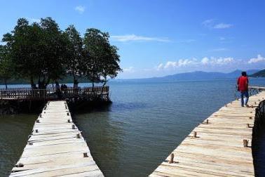 Objek Wisata Pantai Dewi Mandapa, Tempat Eksotis Menikmati Sunset di Kerimbunan Bakau Lampung