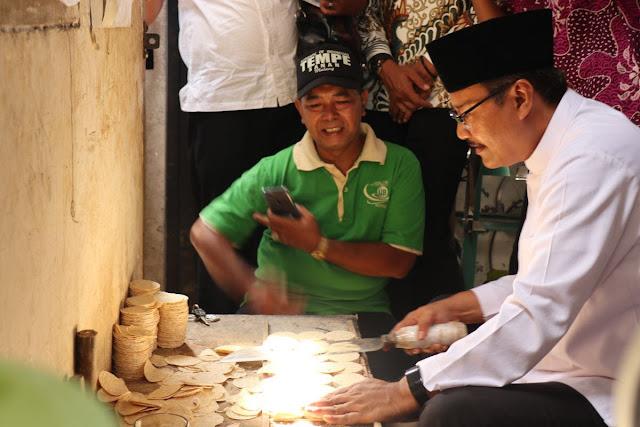 Gus Ipul Janjikan Kedelai Murah, Khofifah Ingin Pasar Nyaman