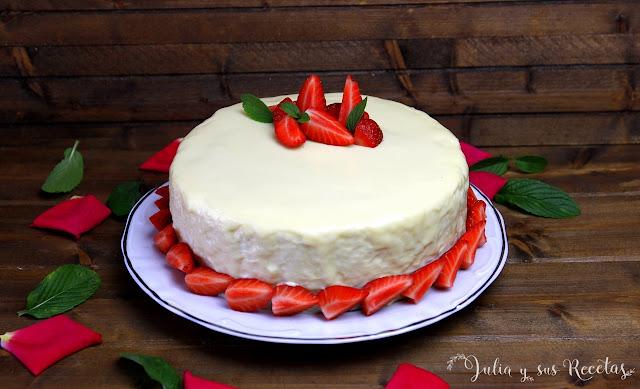 Tarta mousse de chocolate blanco con fresas. Julia y sus recetas