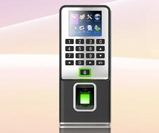 Nên mua Máy chấm công thẻ từ hay Máy chấm công vân tay ?