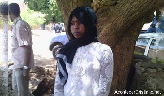 Mujer castigada por usar pantalones en Sudán