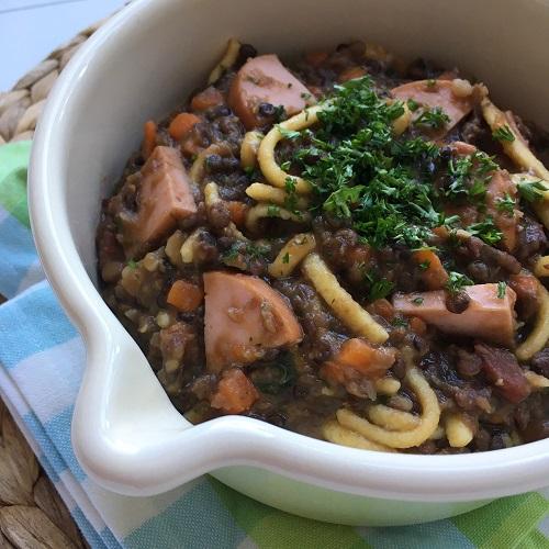 Linsen-Spätzle-Topf mit Fleischwurst