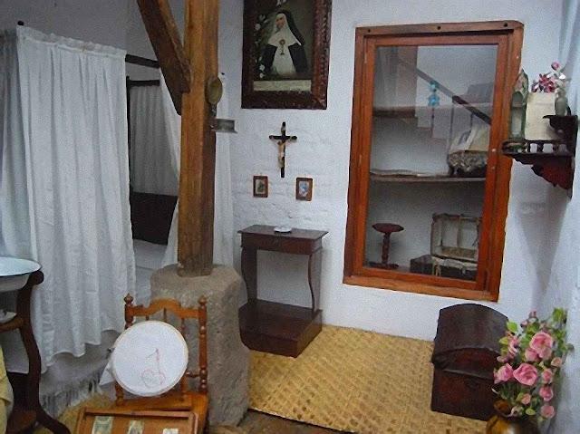 A cela de sóror Catarina de Jesus no mosteiro de Quito.
