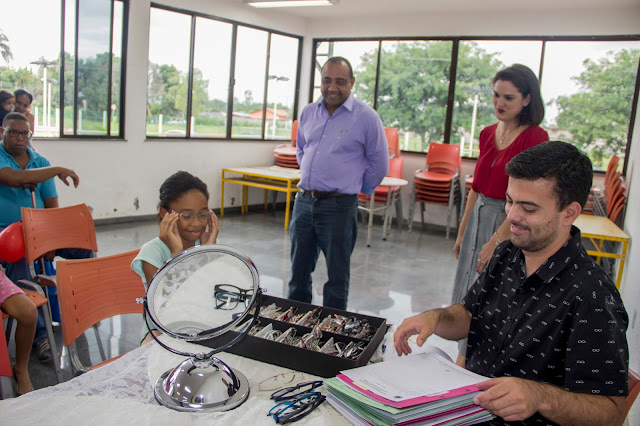 Porto Real reativa projeto que oferece óculos aos moradores