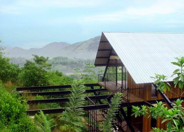 cabaña de madera en las alturas