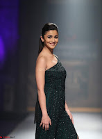 Alia Bhatt super cute in black Jumpsuit 1.jpg
