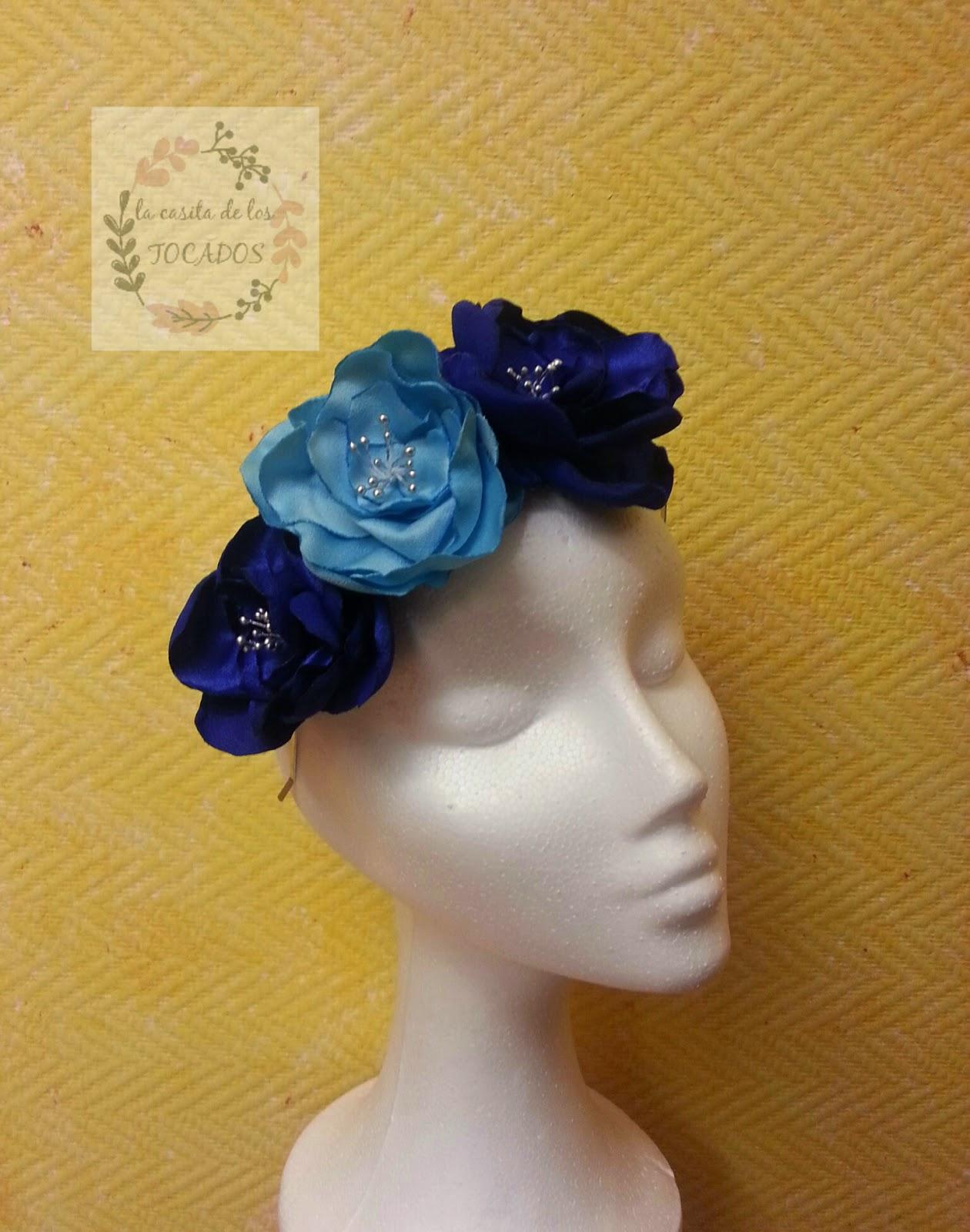 diadema de flores artesanales de tejido de raso en colores azulón y turquesa