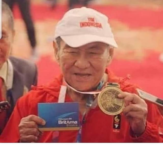 Kakek Tua Penjual Rokok Berhasil meraih Medali Perunggu di Sea Games 2018 Cabang Bridge