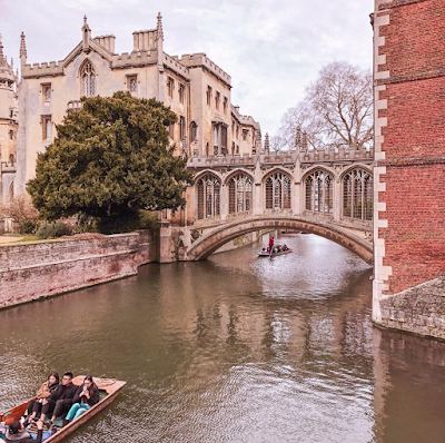 le sights bridge dans l'enceinte de l'école st Johns à Cambridge
