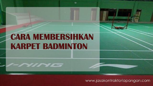 cara membersihkan karpet badminton