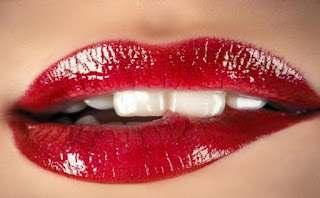 Tips Memerahkan Bibir Kamu yang Hitam