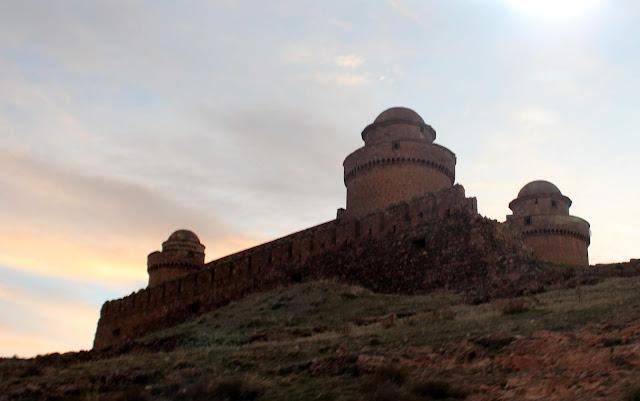Puesta de sol en el castillo de Calahorra