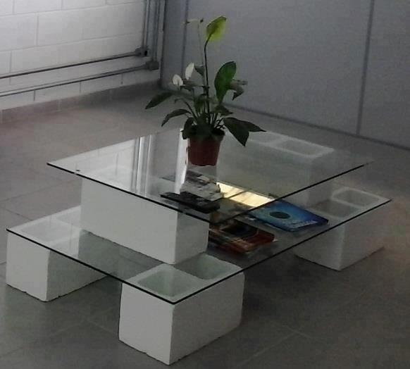 طاولة لصالون البيت من طوب البناء
