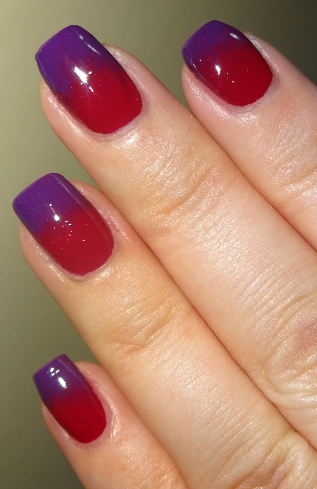 Wendy S Delights Basic Tutorial For A Sponged Gradient Using Avon Mark Gel Shine Nail Enamels
