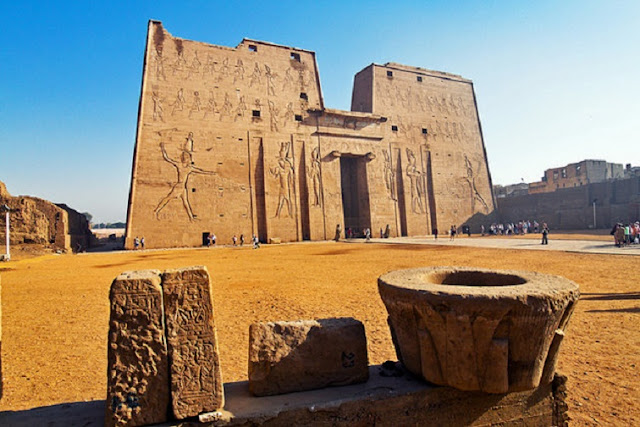 Temple culture in Ptolemaic Egypt alive and kicking