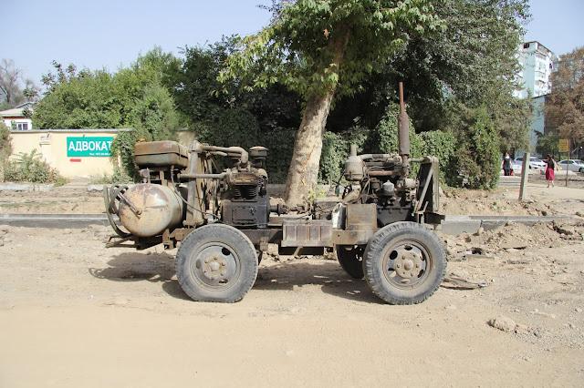 Tadjikistan, Dushanbe, tracteur, © L. Gigout, 2012