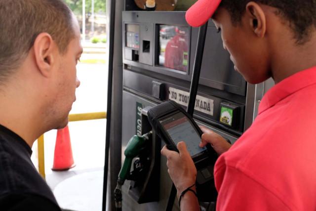 Argus: Tras fracaso de plataforma de pago electrónico, Venezuela considera el racionamiento interno de combustibles