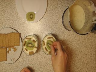 końcowe przygotowanie deseru z kiwi 2