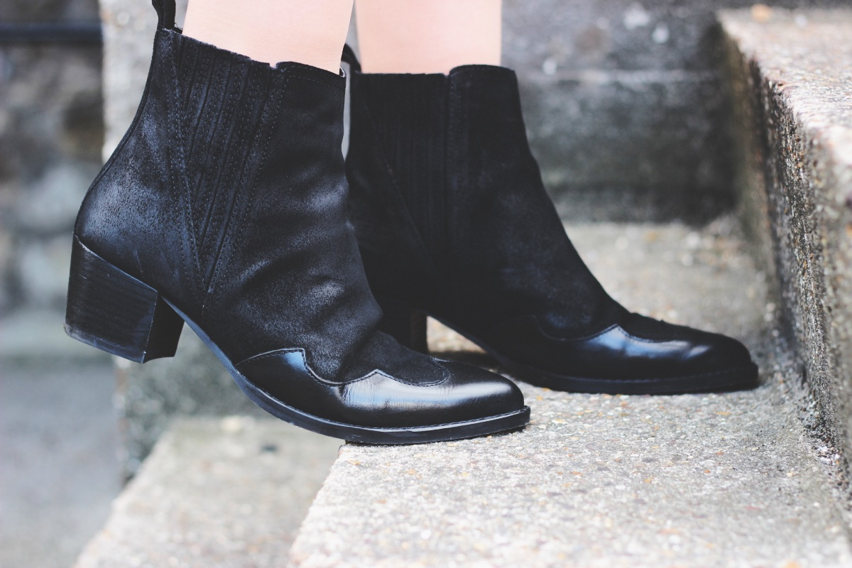 UK Vintage Fashion Blogger Kurt Geiger Western Black Ankle Boots