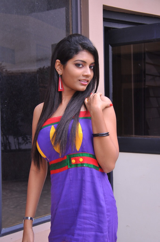 Acterss bindhu at celebrity audio launch