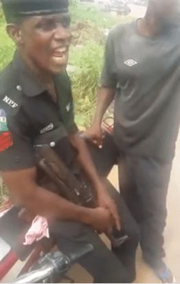 Lagos Policeman Insists On Collecting More Than N100 Bribe From An Okada Man At Badagry (Video)