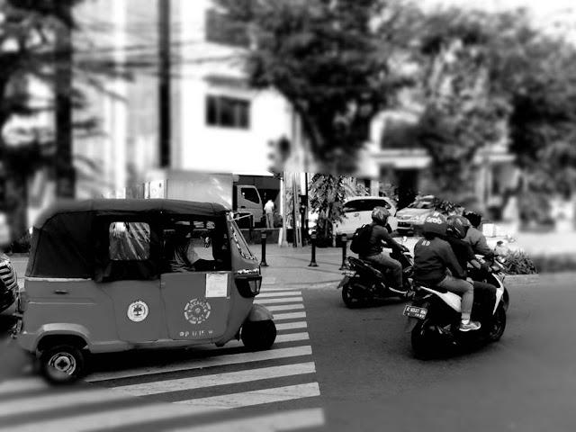 [FOTO] Perampasan Hak Pejalan Kaki Di Jakarta