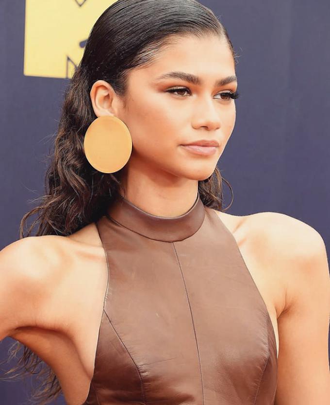 Celebrity style - Zendaya's Dress At The MTV Movie Awards 2018