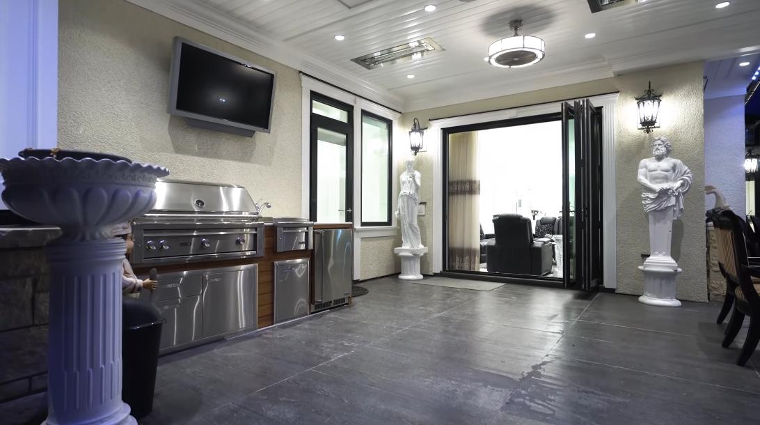75 Interior Design Photos vs. 1487 Minto Crescent, Vancouver Luxury Mansion Tour