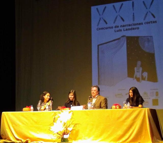 Ganadoras del XXIX Premio Luis Landero junto al escritor.