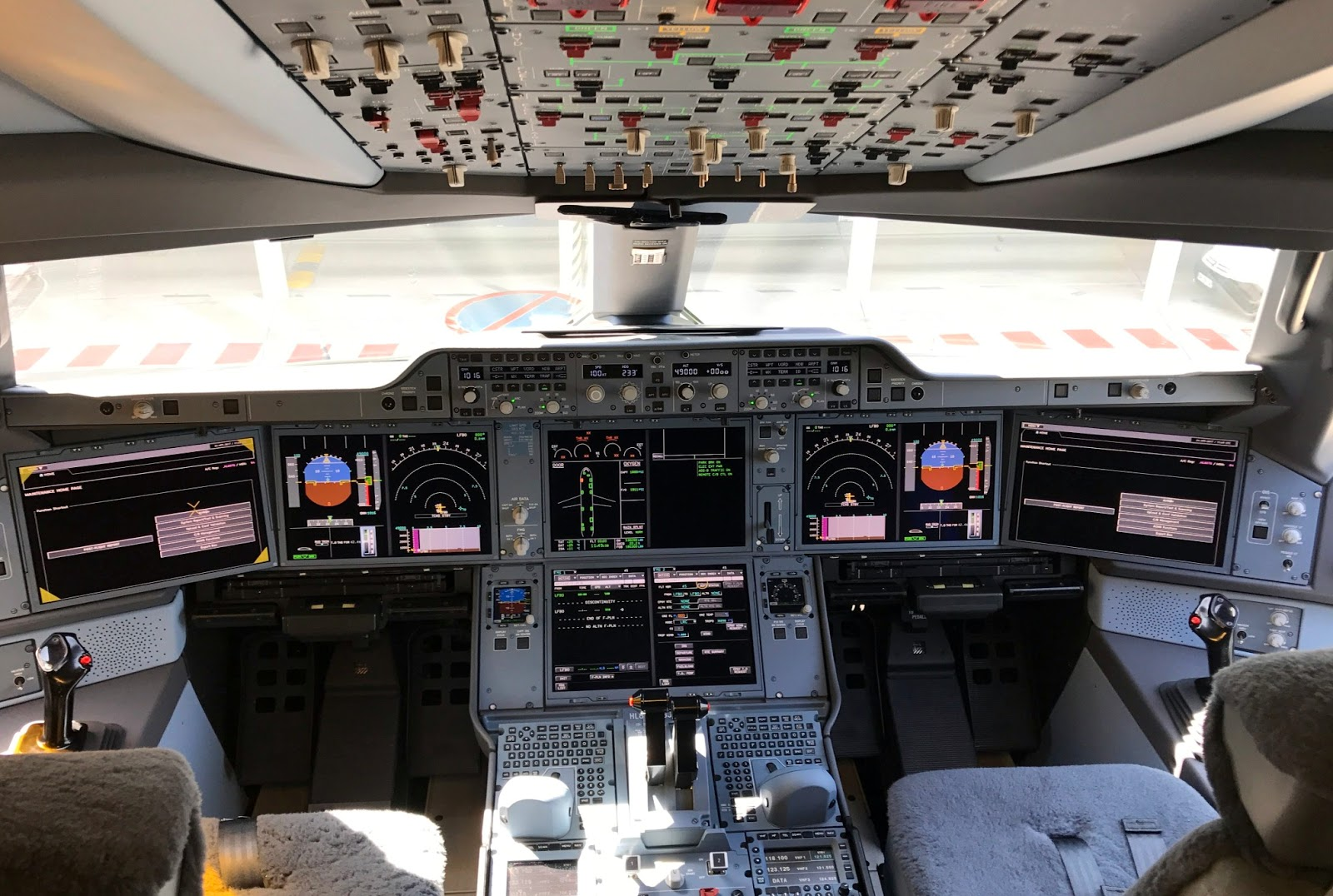 Airbus A350 900 Cockpit Instruments And Crew Layout