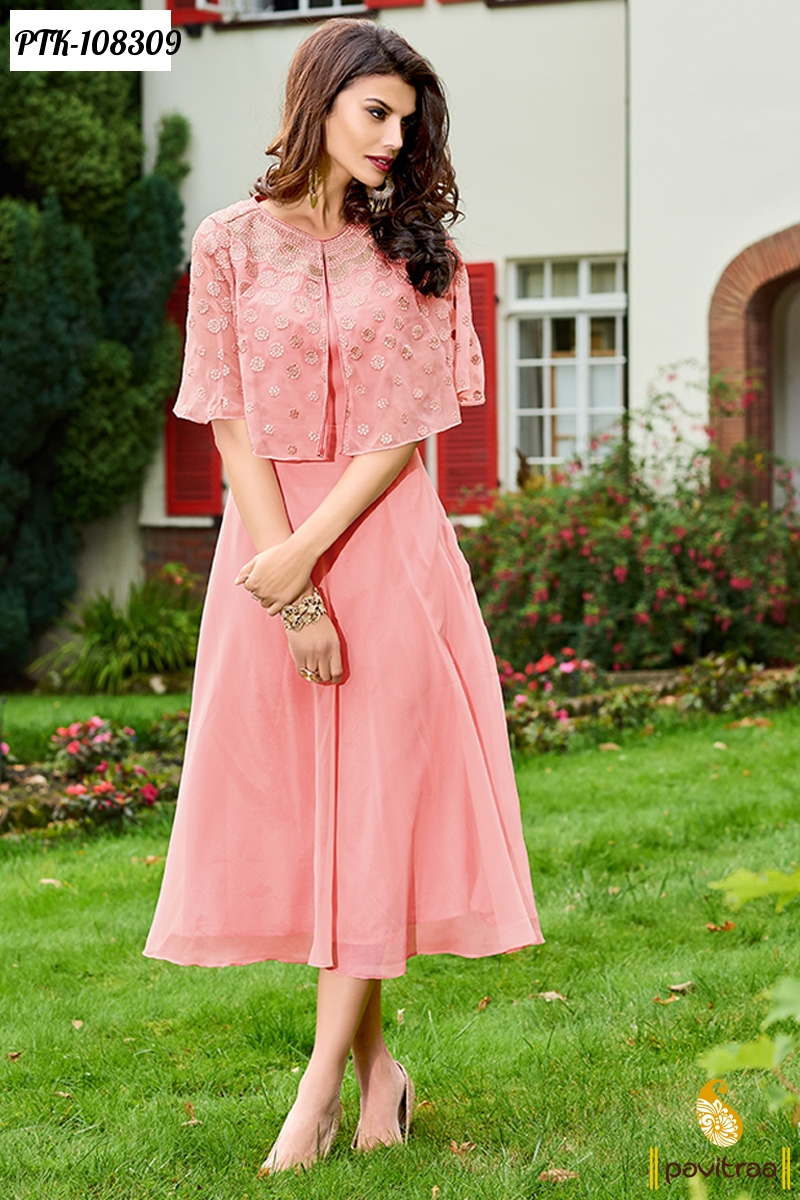 Girls fashion will please young ladies with their novelties. The main trends of cute clothes for girls will be knitted clothes, denim, suits made of velours. Color palette of dresses for girls practically copies adult clothing. Actual colors will be ice cream color, pistachio, pink.